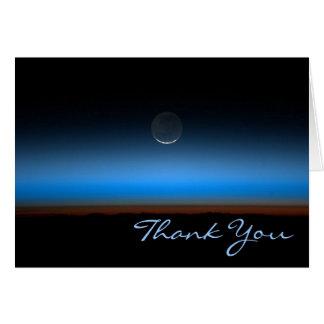 La luna del espacio le agradece tarjeta de nota