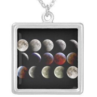 La luna durante un eclipse lunar completo colgante cuadrado