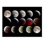 La luna durante un eclipse lunar completo postal