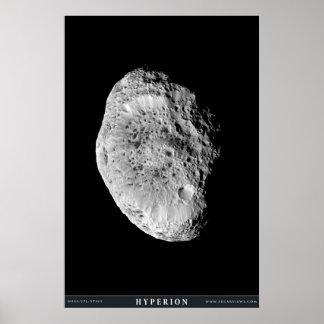 La luna Hyperion de Saturn Póster