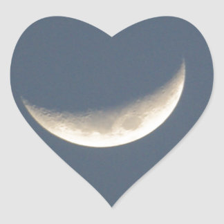La luna pegatina en forma de corazón