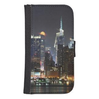 La luna sube sobre el Midtown Nueva York. Fundas Billetera De Galaxy S4