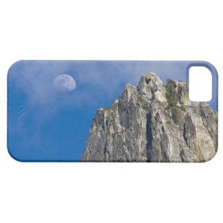 La luna sube y brilla a través de las nubes iPhone 5 Case-Mate cobertura