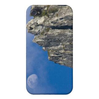 La luna sube y brilla a través de las nubes iPhone 4/4S carcasas