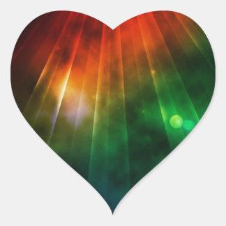 La luz abstracta brilla abajo desde arriba pegatina en forma de corazón