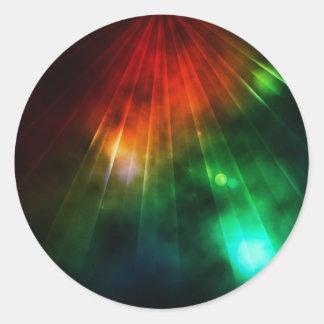 La luz abstracta brilla abajo desde arriba pegatina redonda