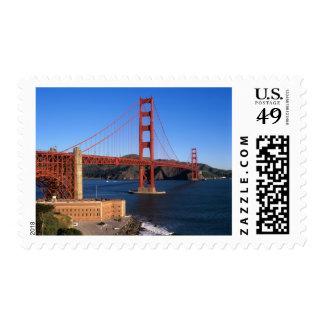 La luz de la mañana baña puente Golden Gate Estampillas