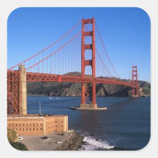 La luz de la mañana baña puente Golden Gate Pegatina Cuadrada