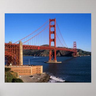 La luz de la mañana baña puente Golden Gate Póster