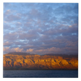 La luz de la mañana saluda a Sierra de la Giganta Azulejo Cuadrado Grande