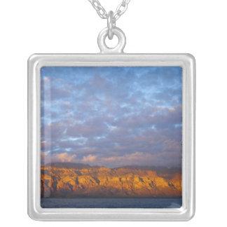 La luz de la mañana saluda a Sierra de la Giganta Colgante Cuadrado
