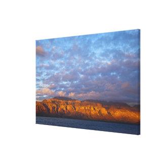 La luz de la mañana saluda a Sierra de la Giganta Impresiones En Lona
