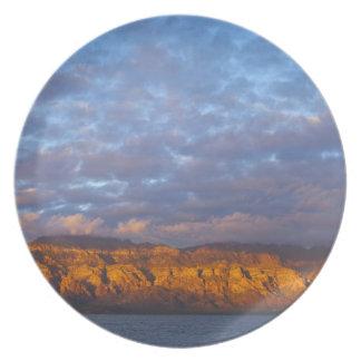 La luz de la mañana saluda a Sierra de la Giganta Platos Para Fiestas