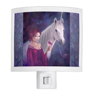 La luz mística de la noche del arte del unicornio
