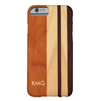 La madera con monograma hermosa raya el modelo funda de iPhone 6 barely there