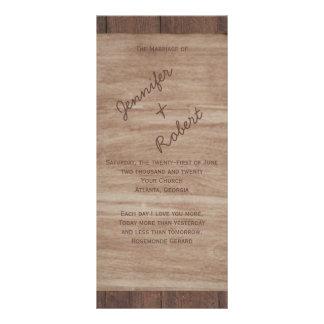 La madera del granero lleva programa del boda del lonas personalizadas