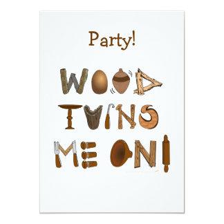 """La madera me da vuelta en las herramientas y los invitación 5"""" x 7"""""""