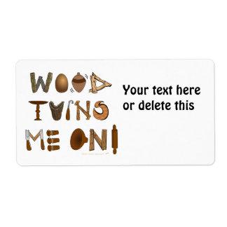 La madera me da vuelta en las herramientas y los p etiquetas de envío