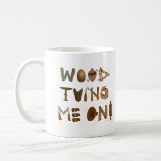 La madera me da vuelta en las herramientas y los taza de café