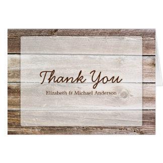 La madera rústica del granero le agradece tarjetas