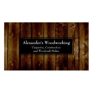 La madera vertical rústica sube a la construcción tarjetas de visita