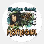 La madre tierra es mi Homegirl Pegatinas Redondas