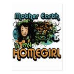 La madre tierra es mi Homegirl Tarjeta Postal