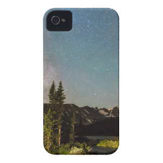 La magia de la vía láctea desea lago y los picos funda para iPhone 4 de Case-Mate