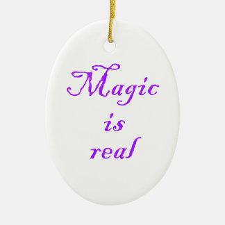La magia es ornamento real-oval adorno navideño ovalado de cerámica