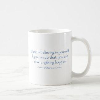 La magia está creyendo taza de café