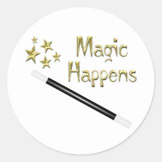 La magia sucede pegatina redonda