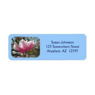 La magnolia rosada florece etiqueta de dirección d