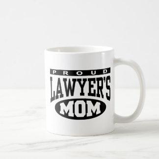 La mamá del abogado orgulloso taza clásica