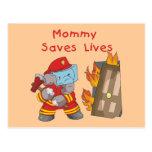 La mamá del bombero ahorra las camisetas y los reg postales
