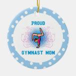 La mamá del ornamento del gimnasta personaliza ornato