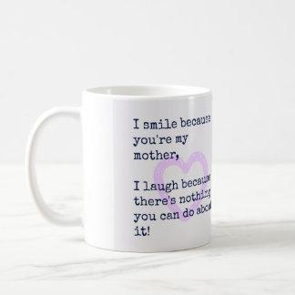 La mamá del regalo de la madre cita el regalo para taza básica blanca