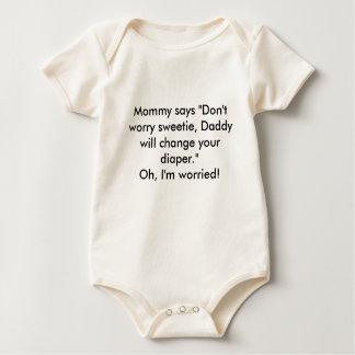 """La mamá dice que """"no se preocupe el sweetie, papá  traje de bebé"""