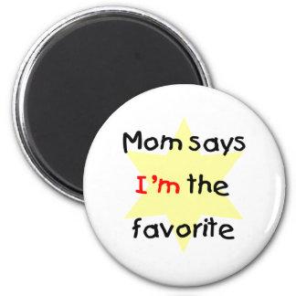 La mamá dice que soy el preferido (el amarillo) imanes de nevera