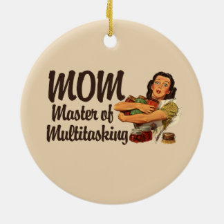 La mamá es el amo de los trabajos múltiple adorno navideño redondo de cerámica