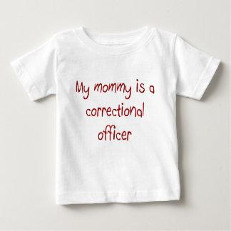 La mamá es una camiseta correccional del bebé del camisas