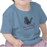 La mamá es una camiseta del bebé del farmacéutico
