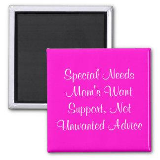 La mamá especial de las necesidades quiere la ayud imán cuadrado
