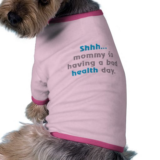 La mamá está teniendo un mún día de la salud camisa de perrito