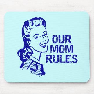 La mamá gobierna las camisetas y los regalos para  tapete de raton
