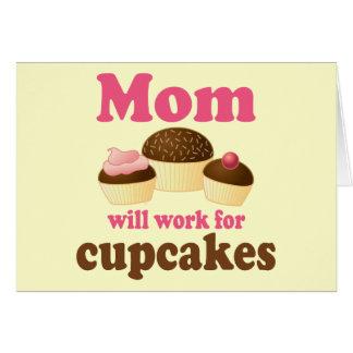 La mamá linda trabajará para las magdalenas tarjeta de felicitación