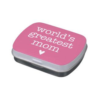 La mamá más grande del mundo con lata del caramelo latas de dulces