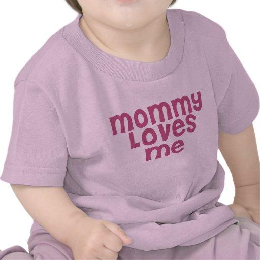 La mamá me ama camisetas