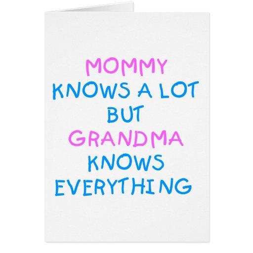 La mamá sabe mucho pero la abuela sabe todo tarjeta de felicitación