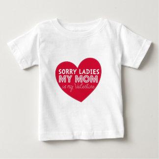 La mamá triste de las señoras es mi camisa de los