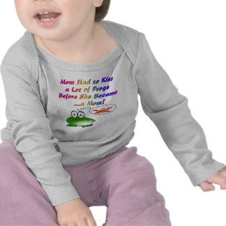 La mamá tuvo que besar muchas ranas para hacer una camiseta